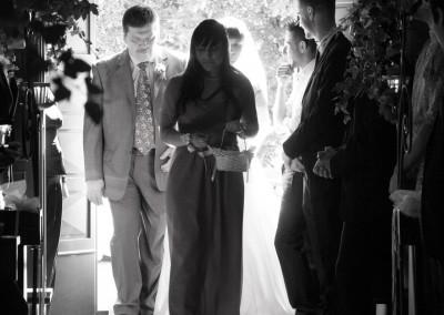 Entrata in chiesa della sposa con damigelle