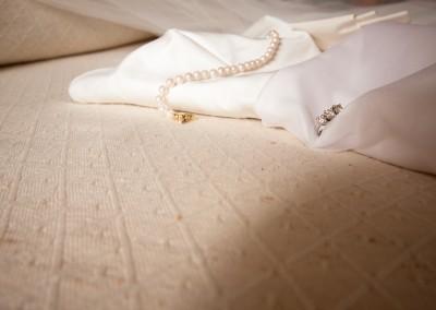 Preparativi sposa abito e gioielli