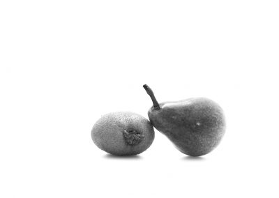 Pera e kiwi black and white