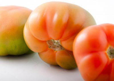 Pomodori rossi cuore di bue still life