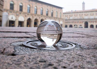 Bologna_in_una_bolla_fotografo_piazza-maggiore-palazzo-podesta_lensball