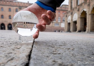 Bologna_in_una_bolla_fotografo_piazza-maggiore_palazzo-accursio-lensball