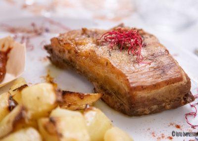 Food photography. Fotografia di cibo. Carne con patate al forno