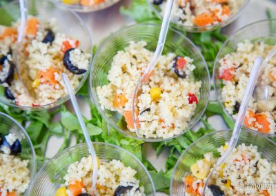 Finger food Fotografia di cibo Mono porzioni di insalata di riso